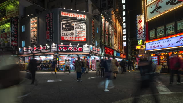 stockvideo's en b-roll-footage met 4k timelapse: crowd people crossing op shinjuku in tokio - capital cities