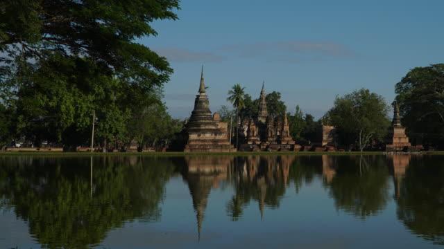 4 k Timelapse Dolly Shot, Tempel Wat Mahathat in Sukhothai zur Tageszeit.