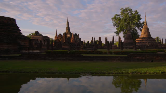 4 k Timelapse Dolly Shot, Tempel Wat Mahathat in Sukhothai Geschichtspark in Thailand.