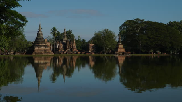 4k timelapse lockdown, wat mahathat temple in sukhothai at day time. - monastery stock videos & royalty-free footage
