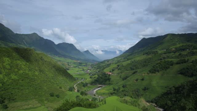 4k zeitraffer der schritt reisfeld und trübe in sapa vietnam. - sa pa stock-videos und b-roll-filmmaterial