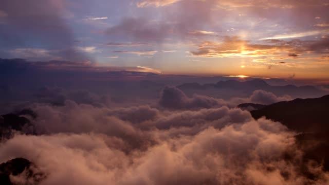 4k timelapse of sunrise of Hehuanshan and Qilai Mountain at the North Peak of Hehuan Mountain