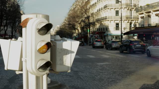 4k Timelapse Parisian street framed by traffic lights.