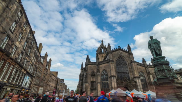 4k time-lapse : st giles cathedral, edinburgh, united kingdom - royalty stock videos & royalty-free footage