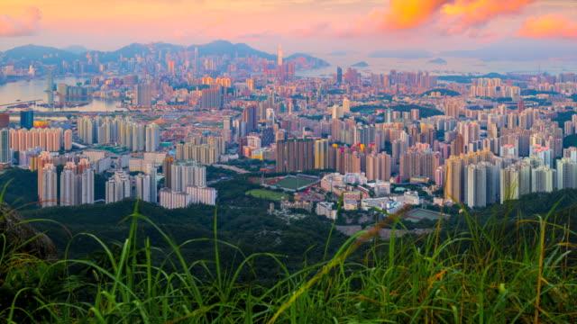 stockvideo's en b-roll-footage met 4 k timelapse zonsopgang scene van hongkong stadslandschap, panorama uitzicht vanaf kowloon peak, hongkong - verwonderingsdrang