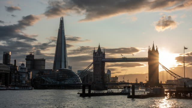 4k time-lapse: tower bridge at sunset in london england uk - tower bridge stock videos & royalty-free footage