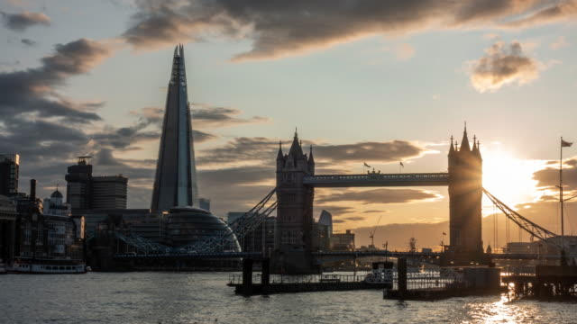 4k time-lapse: tower bridge at sunset in london england uk - central london video stock e b–roll