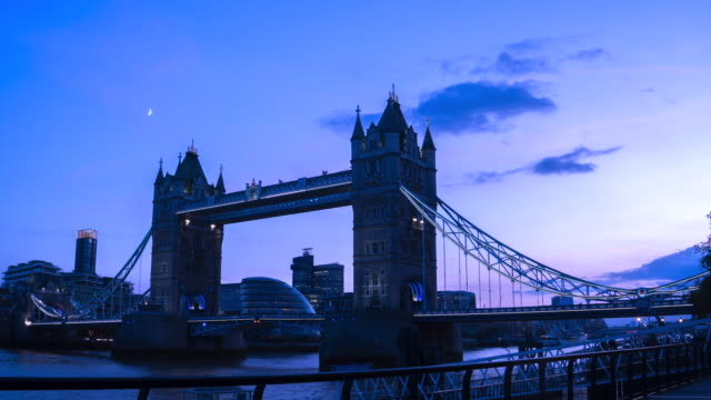4k time-lapse: tower bridge at twilight in london england uk - tower bridge stock videos & royalty-free footage