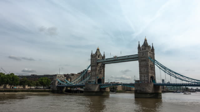 4k time-lapse: tower bridge in cloudy in london england uk - tower of london stock videos & royalty-free footage