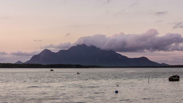 4k タイムラプスビデオ-山が海に出会う