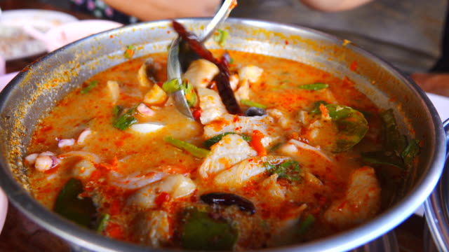 4k: tom yum goong thai food - thailand stock videos & royalty-free footage