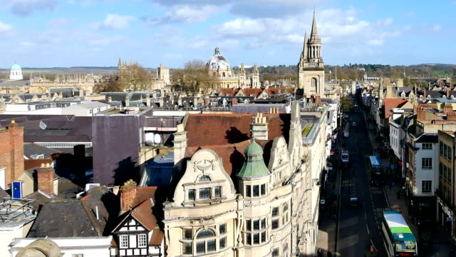 vídeos de stock e filmes b-roll de 4k top view of the city of oxford, england, uk time lapse - oxford oxfordshire