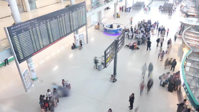 4k: Traveler walking at Airport