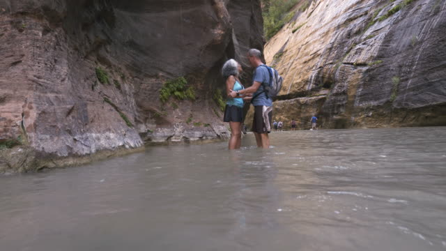 4k UHD: Senior Couple in The Narrows