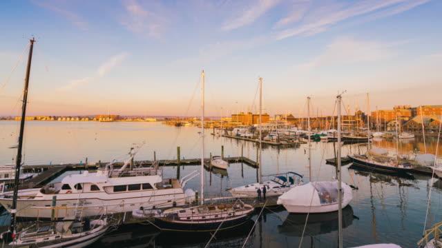 vídeos de stock e filmes b-roll de 4k uhd timelapse of newport yacht harbour of the narragansett bay in rhode island ,united states - rhode island