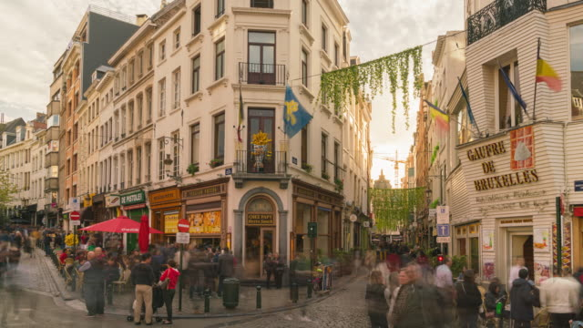 4k uhd timelapse tourist walking and  shopping at restaurant and shop main street city of brussels belgium - regione di bruxelles capitale video stock e b–roll