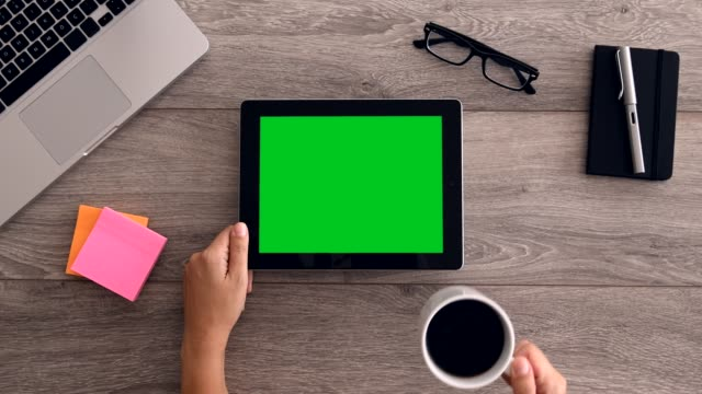 4k using tablet computer displaying green screen