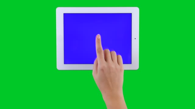 4k med hjälp av tabletpc visa chroma key grön skärm - människofinger bildbanksvideor och videomaterial från bakom kulisserna