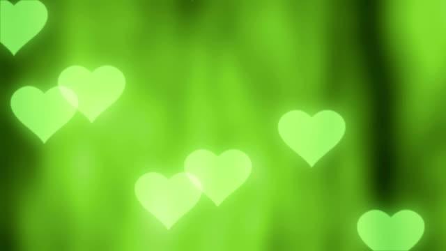 vídeos de stock, filmes e b-roll de 4 k valentine corações abstraem base verde - símbolo conceitual
