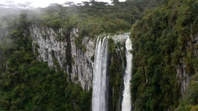 4 k 滝 cânion か itaimbezinho で、リオ ・ グランデ ・ ド ・ スル ・, ブラジル - リオグランデドスル州点の映像素材/bロール
