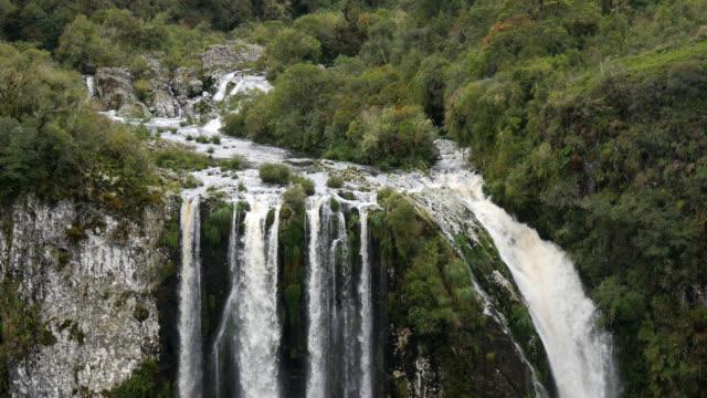 4k waterfall at cânion do itaimbezinho, rio grande do sul, brazil - stato di rio grande do sul video stock e b–roll