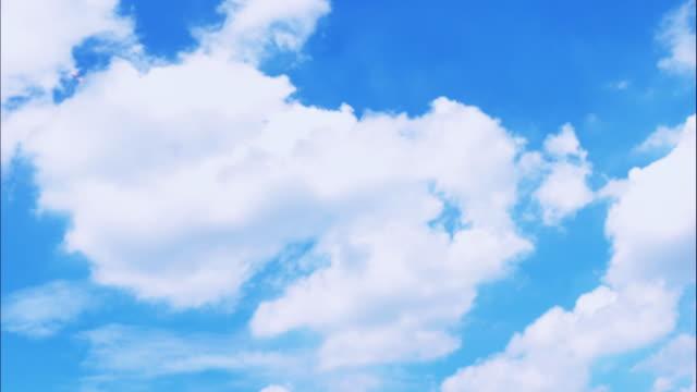 4 k t/l 白い雲に青い空 - 永久運動点の映像素材/bロール