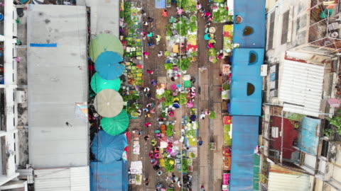 4k, zoom out of raw food stall market in the city. - zoom out stock videos & royalty-free footage