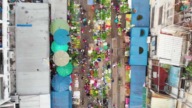 4k, zoom out of raw food stall market in the city. - thailand stock videos & royalty-free footage