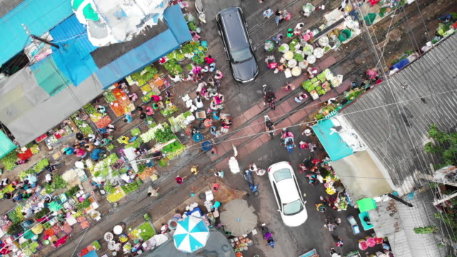 4k, zoom out of street market in the city. - vendor stock videos & royalty-free footage