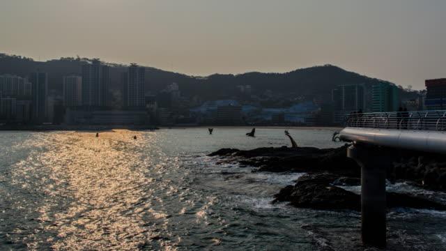 Zoom 4k sortie Time lapse de Songdo Beach à Busan, Corée du Sud, Asie