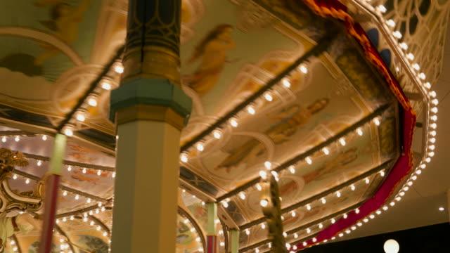 vídeos y material grabado en eventos de stock de 4k,amusement park at night. - figura femenina