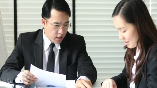 4K:Asian Business Meeting in office