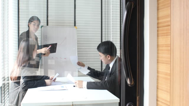 4K:Asian Business Meeting