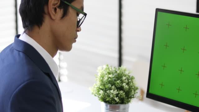 4K:Asian Businessman Using Computer Green Screen