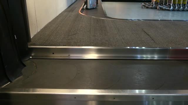 4K:Baggage conveyor belt in the airport
