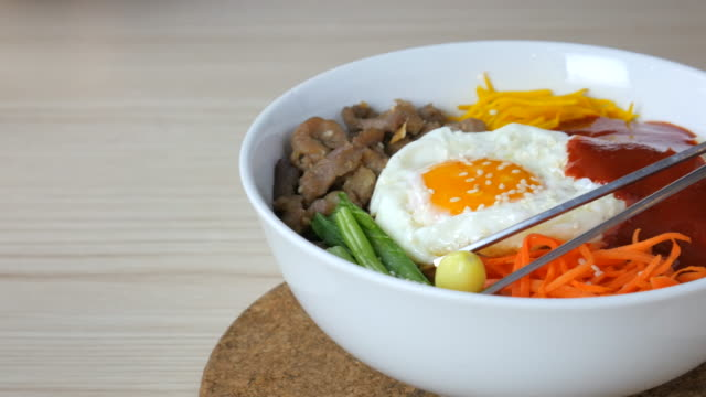 4 k  : ビビンバ、韓国料理 - 玄米点の映像素材/bロール