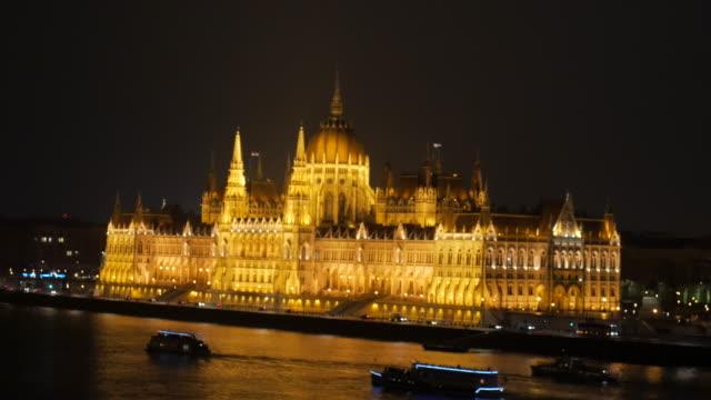 4k:budapest ungern parlamentet och donau på natten - ungersk kultur bildbanksvideor och videomaterial från bakom kulisserna