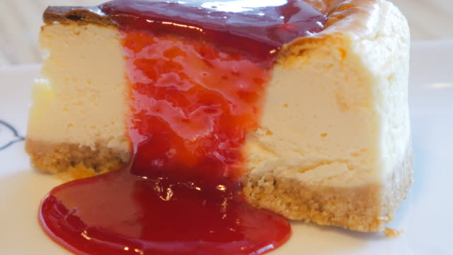 4k:cheese cake with strawberry jam melt - strawberry jam stock videos & royalty-free footage