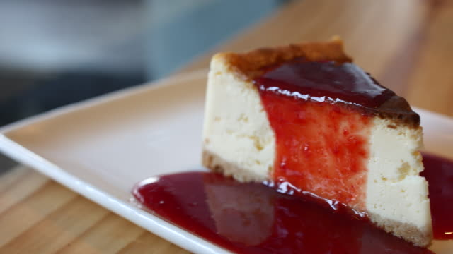 4k:cheese cake with strawberry jam,dolly shot - strawberry jam stock videos & royalty-free footage