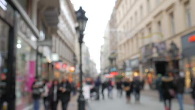 vídeos de stock e filmes b-roll de 4 k: chrismas rua no centro de cidade de dezembro - objeto decorativo