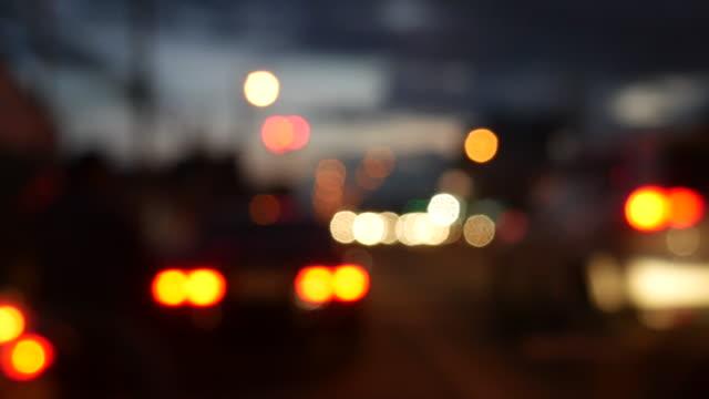 vidéos et rushes de 4 k :  circle de signalisation sur la route - boîte de film