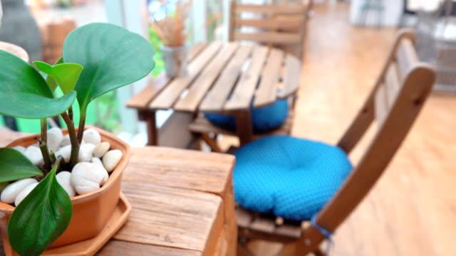 vídeos de stock, filmes e b-roll de 4k: café - mesa mobília
