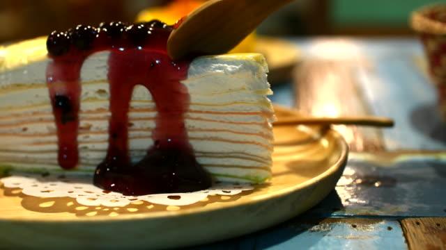 4K:Cutting blueberry Crepe Cake