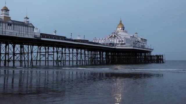 4k:eastbourne pier - low tide stock videos & royalty-free footage