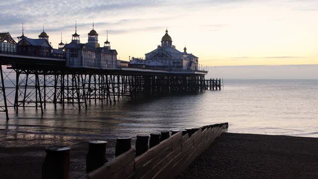 4k:eastbourne pier - bay of water stock videos & royalty-free footage