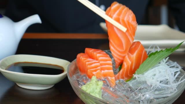 4K:Eating Salmon Sashimi