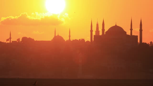 4k:istanbul hagia sophia mosque sunset - moschea video stock e b–roll