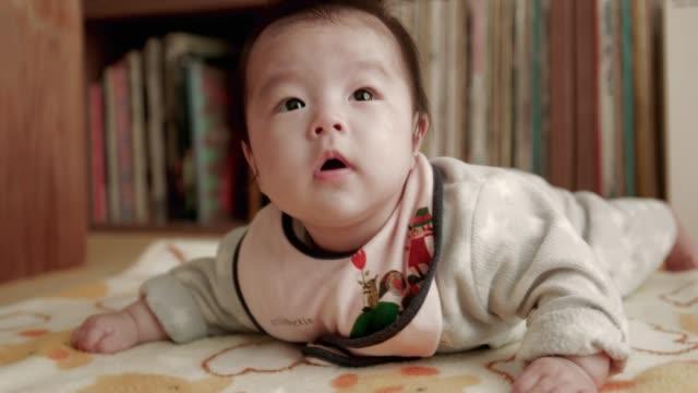 4 k 、日本の赤ちゃん。 - 赤ちゃん点の映像素材/bロール