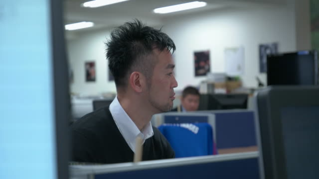 4K,Japanese businessman work in office.