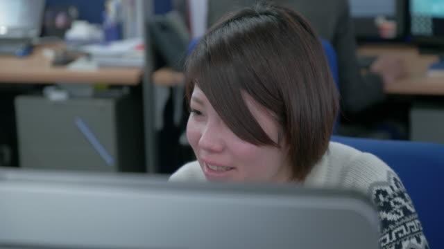 4k,japanese businesswoman working in office. - 女点の映像素材/bロール